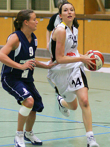 Stephanie Slaviero (Universite BC Neuchatel) and Petra Sonja Steger (Flying Foxes Vienna)